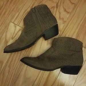 Light brown Taupe booties